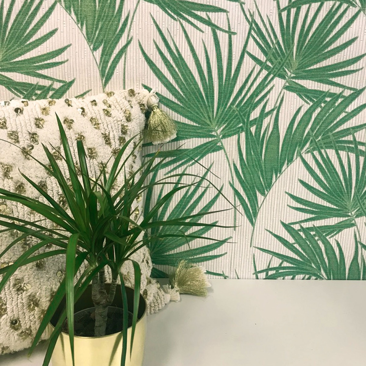 Aurora Palm Wallpaper Green / Cream Belgravia 4990