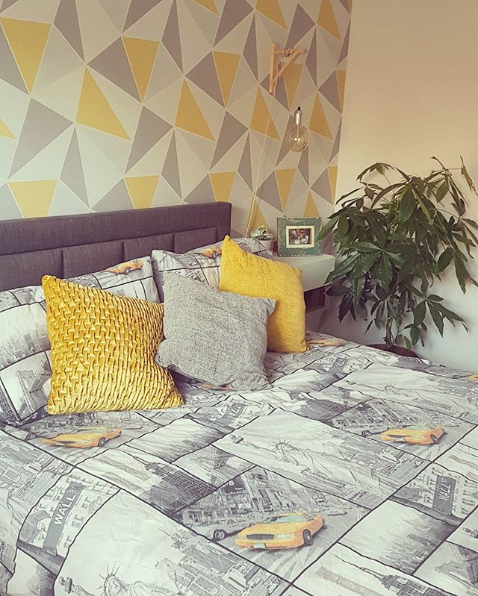 Wondrous Apex Geometric Yellow And Grey Geo Wallpaper Interior Design Ideas Gentotryabchikinfo